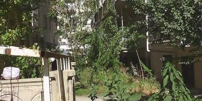 Cam Silerken Pencereden Düşen Genç Kız Yoğun Bakıma Alındı