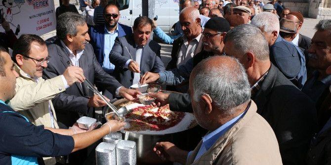 Aksaray'da 15 Temmuz Şehitleri Anısına Aşure Dağıtıldı