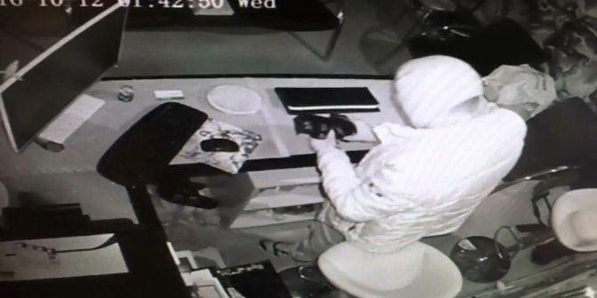 Maskeli Hırsız Kasayı Boşalttı