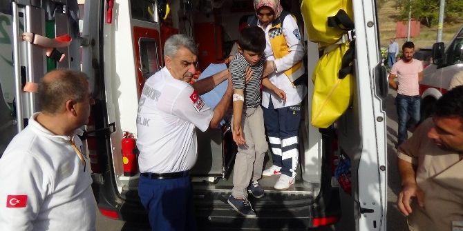 Yedikleri Yemekten Zehirlendiği İddia Edilen 50'den Fazla Öğrenci Hastaneye Kaldırıldı