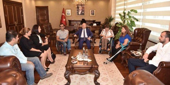 Vali Özdemir Çakacak'tan Engelli Sporculara Tam Destek