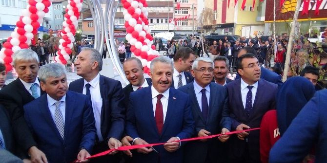 Bakan Arslan, Sarıkamış'ta 'Demokrasi Meydanı'nın Açılışını Yaptı