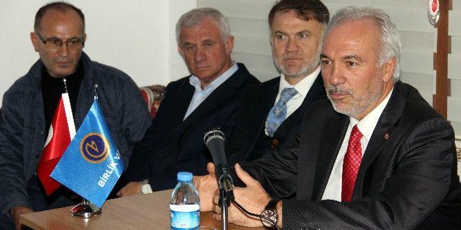 Belediye Başkanı Kamil Saraçoğlu, Birlik Vakfı'nın Konuğu Oldu