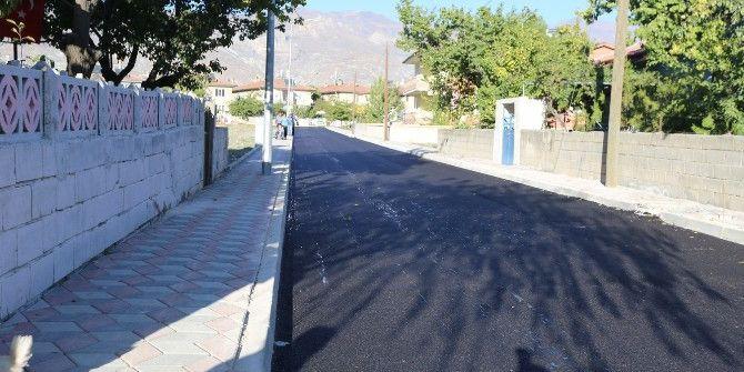 İzzet Paşa Mahallesinde Asfalt Ve Kaldırım Çalışmaları