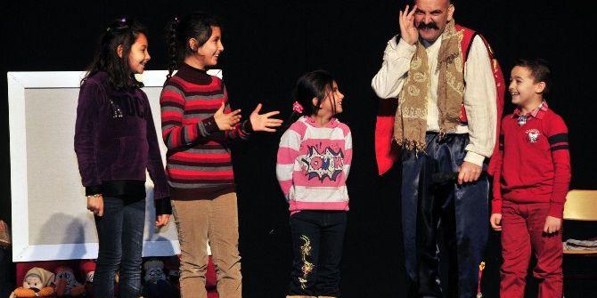 Kent Tiyatrosu Sezonu 'Çocuklara Masallar' İle Açtı