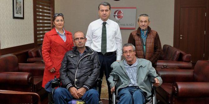 Bedensel Engelliler Derneği Üyeleri Vali Çelik'i Ziyaret Etti