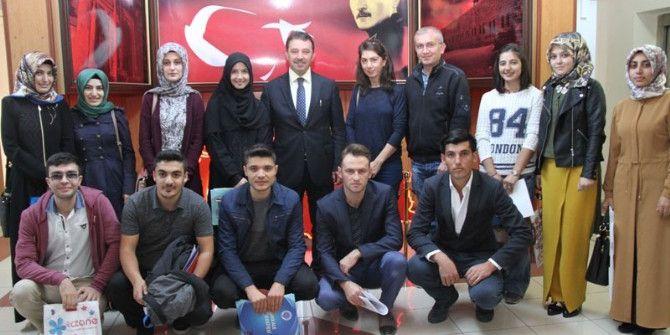 Erzurum'a Ataması Yapılan Öğretmenler Çiçeklerle Karşılandı