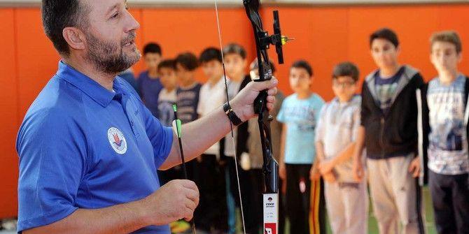 Çocuklar Okçuluk Sporuyla Stres Atıyor