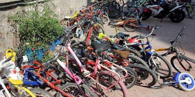 Polis Çalıntı Bisikletleri Yakaladı