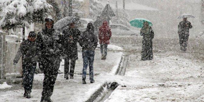 Kar geliyor! Sıcaklıklar Hissedilir Derecede Düşecek!