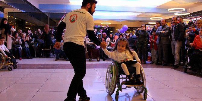 Tekerlekli Sandalye İle Dans