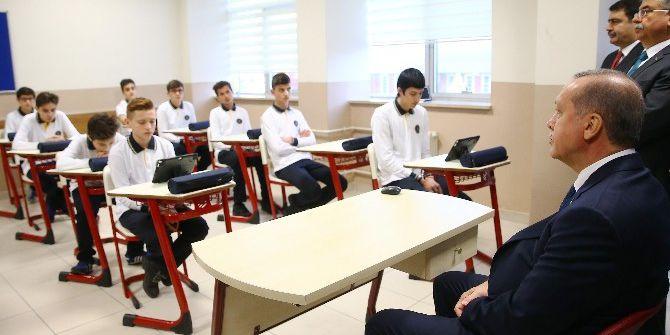 Cumhurbaşkanı Erdoğan, Kaptan Ahmet Erdoğan Anadolu İmam Hatip Lisesi Öğrencileriyle Buluştu