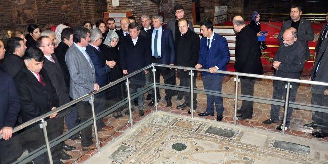 Davutoğlu, İznik'te Tügva'nın Toplantısına Katıldı