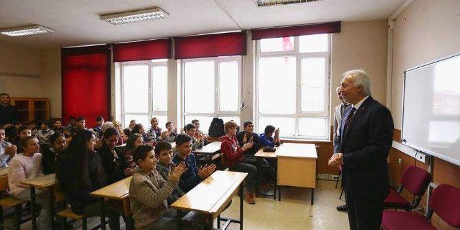 Başkan Saraçoğlu'ndan Öğrencilere Tavsiye: Her Gün En Az 1 Saat Kitap Okuyun