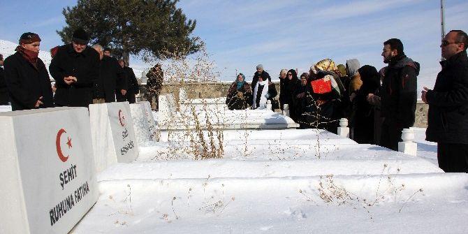Erzurum'da Patlamada Şehit Olan 65 Asker, 50. Yılda Dualarla Anıldı