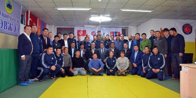 Tika'dan Moğolistan'da Sporcuları Yetiştirme Merkezi'ne Donanım Desteği