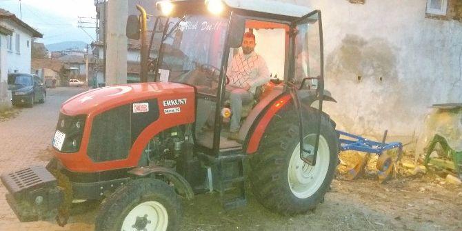 Hisarcıklı Çiftçi 150 Dolar Bozdurana Bir Dönüm Tarlayı Bedavaya Sürüyor