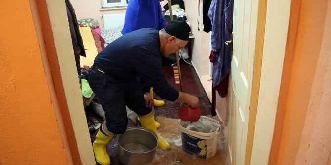 Evini Su Basan Yaşlı Kadın Otele Yerleştirildi