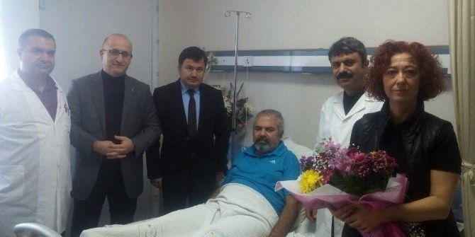 Ak Parti İlçe Yönetimi Saldırıya Uğrayan Doktoru Ziyaret Etti