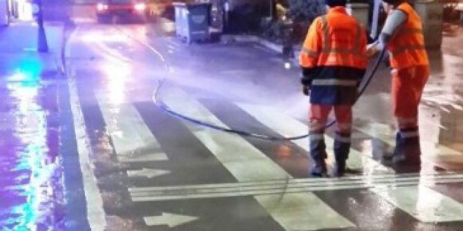 İzmit Belediyesi, Cadde Ve Sokakları Gece Gündüz Temizliyor