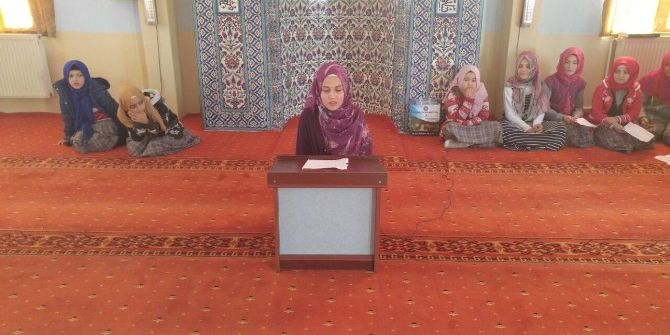 Kız Öğrencilerden Vaaz Programı