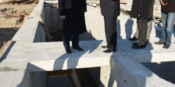 Edremit'te Yapılan Arıtma Tesislerini İnceledi