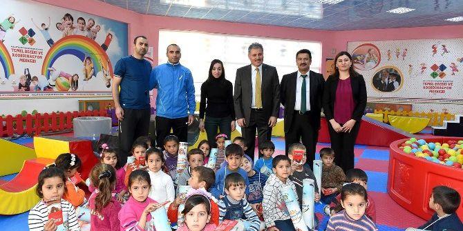 Cemal Aslan Eğitim Merkezi 300 Suriyeli Çocuğu Misafir Etti