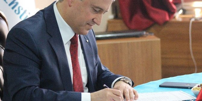 Yunus Emre Enstitüsü İle Anadolu Üniversitesi Arasında Eğitim İş Birliği Protokolü