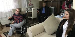Bedensel Engelli Öğrenci Karnesini Evinde Aldı
