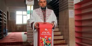Çevreci İmam Cemaatine Çevre Temizliğini Aşılıyor