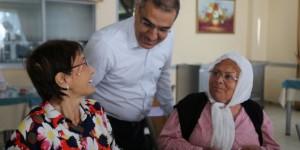 Başkan Çelikcan Yaşlılar Ve Çocuklar İle Bayramlaştı