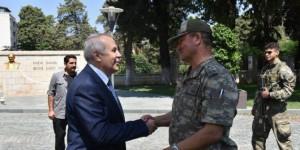 Korgeneral Temel, Hatay Valisi Ata'yı Ziyaret Etti