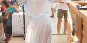 Gülşen tül elbiseyle sahne aldı
