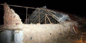 Yozgat'ta hortum evlerin çatılarını uçurdu