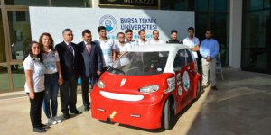 Öğrencilerin ürettiği elektrikli araç 1 liraya 100 kilometre yol kat ediyor