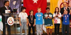 10 Kasım Atatürk'ü Anma Satranç Turnuvası Ödülleri Sahiplerini Buldu