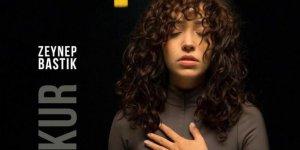 Zeynep Bastık Yeni Şarkısı 'Çukur'u Tanıttı