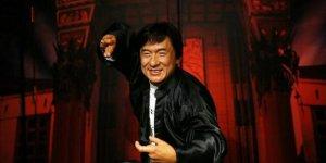 Jackie Chan koronavirüsten karantinaya mı alındı?