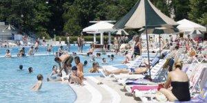 Erkeklerle aynı havuzda yüzen kadınlar hamile kalabilir mi?