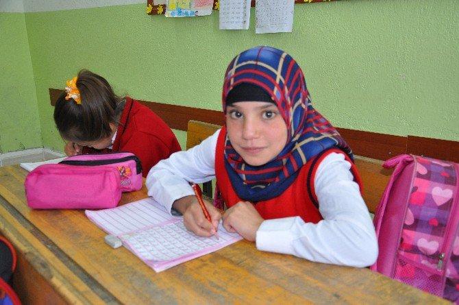 Suriyeli Kardeşler İçin Veliler Ve Öğretmenler Seferber Oldu