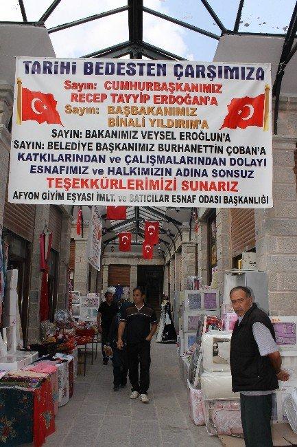 """Restore Edilen Tarihi Bedesten Çarşısı Esnafından """"Pankartlı"""" Teşekkür"""
