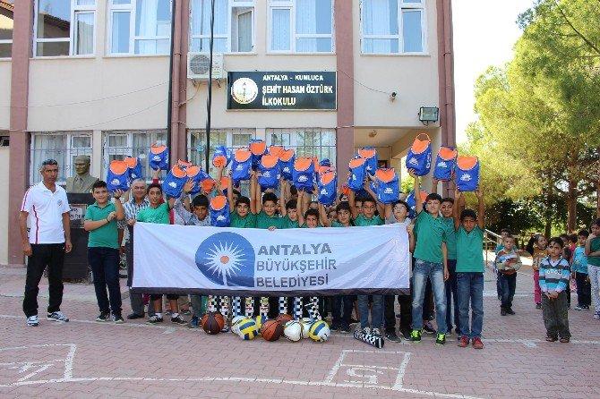 Büyükşehir'den Okullara Spor Malzemesi