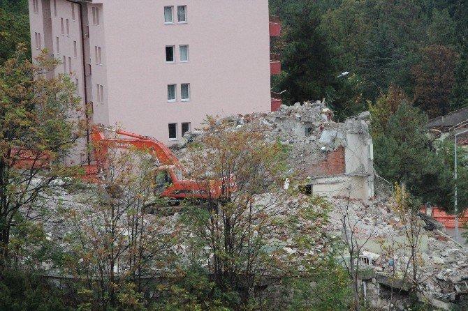 Bilecik'te Askeriyeye Ait 33 Yıllık Binalar Yıkıldı