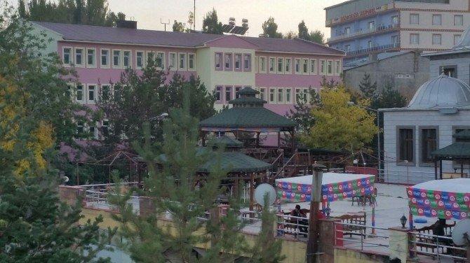 Bulanık Belediye Binasının Cephesi Yenilendi