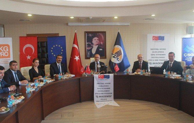 """""""Ab İş Akademisi Ve Genç İstihdamın Desteklenmesi"""" Projesi"""