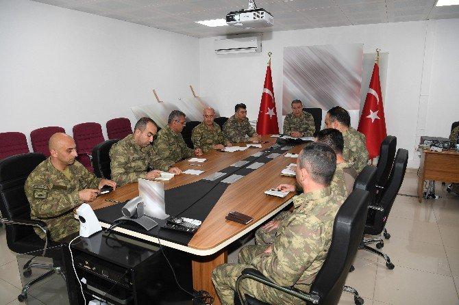 Genelkurmay Başkanı Akar, Ökhü-2 Üs Bölgesi'nde İncelemelerde Bulundu