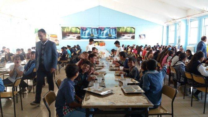Milli Eğitim Müdürü Edip Öğrencilerle Yemek Yedi