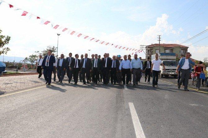 Akhisar'da 10 Mahallenin Yol Sorunu Çözüldü