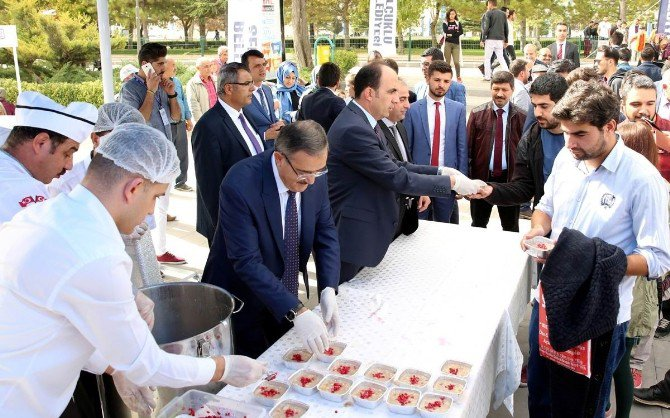 Başkan Altay'dan Öğrencilere Aşure İkramı