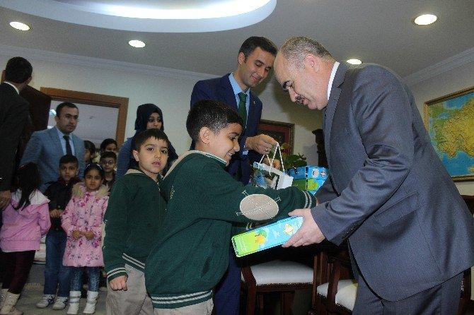Vali Zülkif Dağlı, Suriyeli Çocukları Sevindirdi